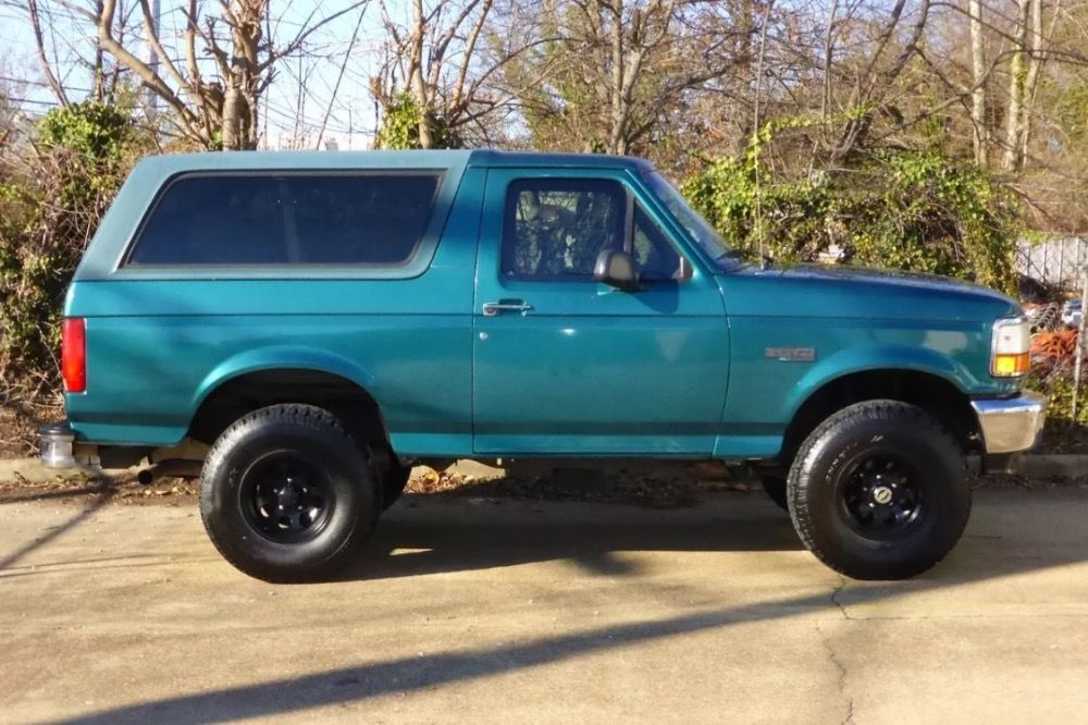 Used 1996 Ford Bronco Xl 4x4 Lifted Arizona Truck Dry No Rust We Finance Mundelein Il Ford Bronco Classic Trucks Luxury Car Dealership