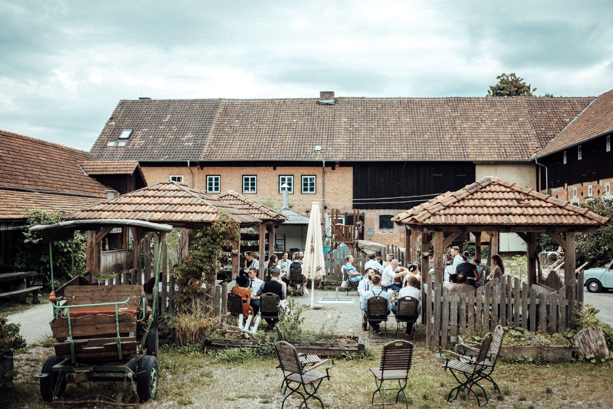 Top Hochzeitslocation Enrstfarm In Oberfranken Hochzeitsort Ernstfarm Coburg Do It Yourself Hochzeitsdek Hochzeitslocation Hochzeitsfotos Hochzeitsfotograf