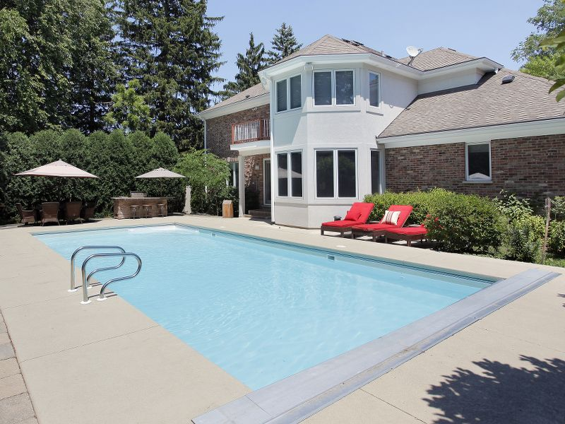 5 Reasons To Build Your Pool Close To The House Pool Pricer Small Pool Design Pool Houses Swimming Pool House