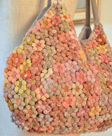 Bolso de flor a crochet de colores