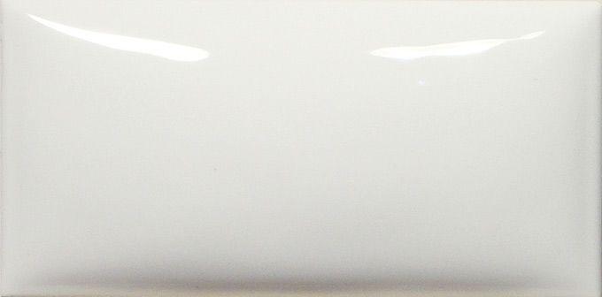 carrelage bomb cm blanc brillant nouveaut es comptoir du c rame pinterest blanc. Black Bedroom Furniture Sets. Home Design Ideas