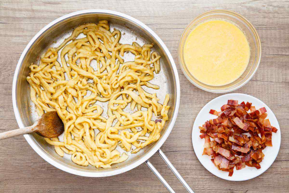 Creamy Keto Pasta Carbonara with Low Carb Homemade Pasta ...