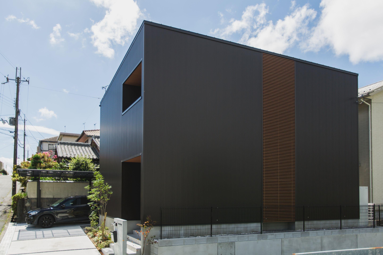 シンプルながら存在感のある四角いシルエット ルポハウス 設計事務
