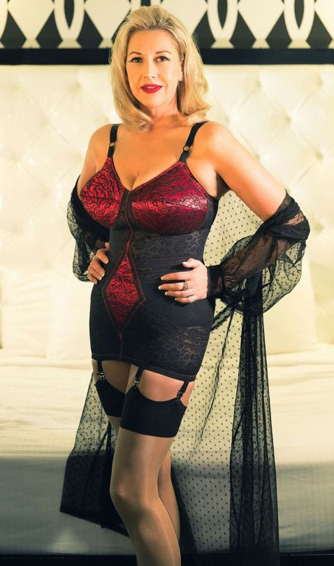 Images Of Mature Ladies In Lingerie And Stockings