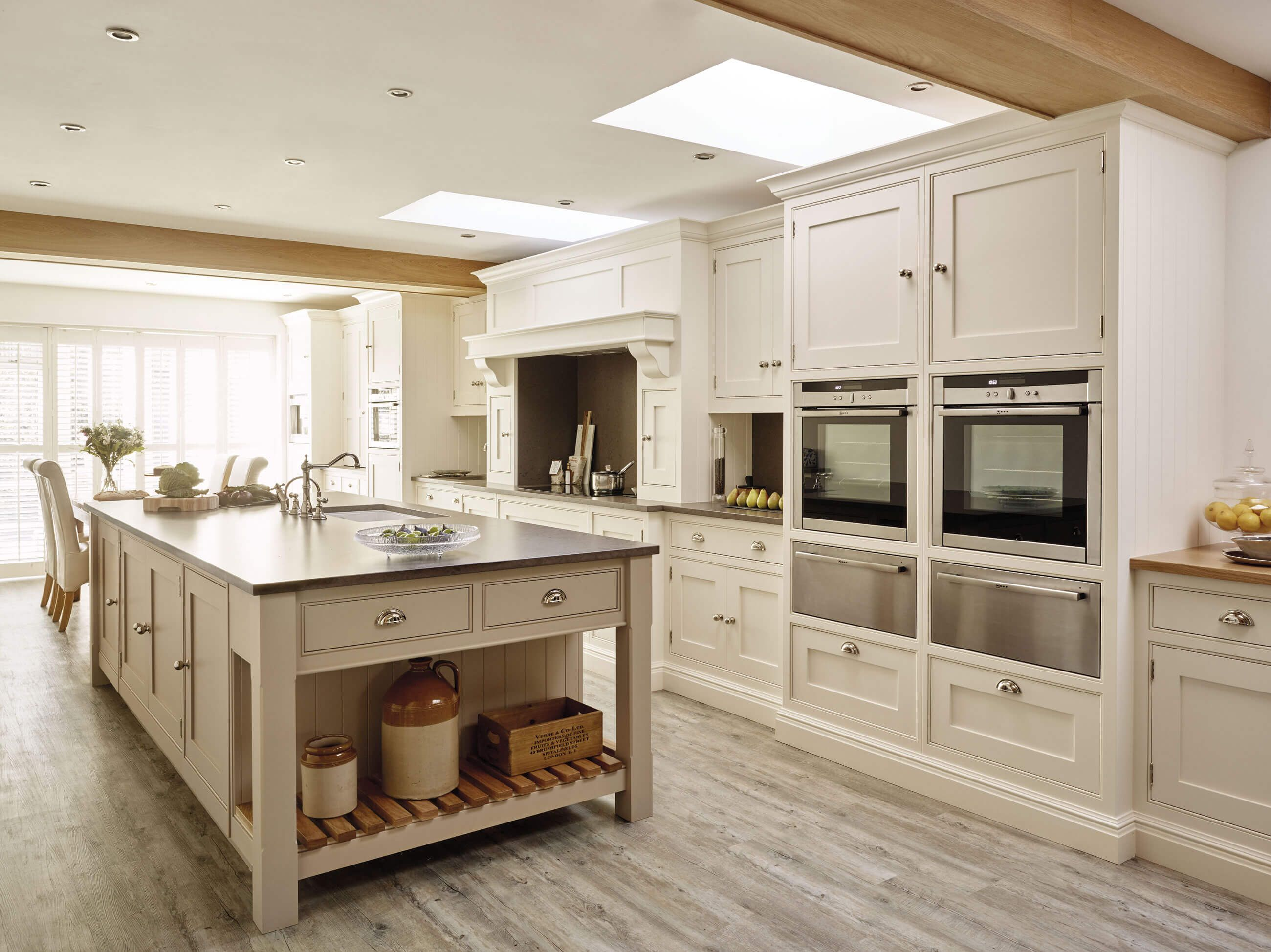 Traditional Country Kitchen Design With A Modern Shaker Style Awesome Miele Kitchens Design Review