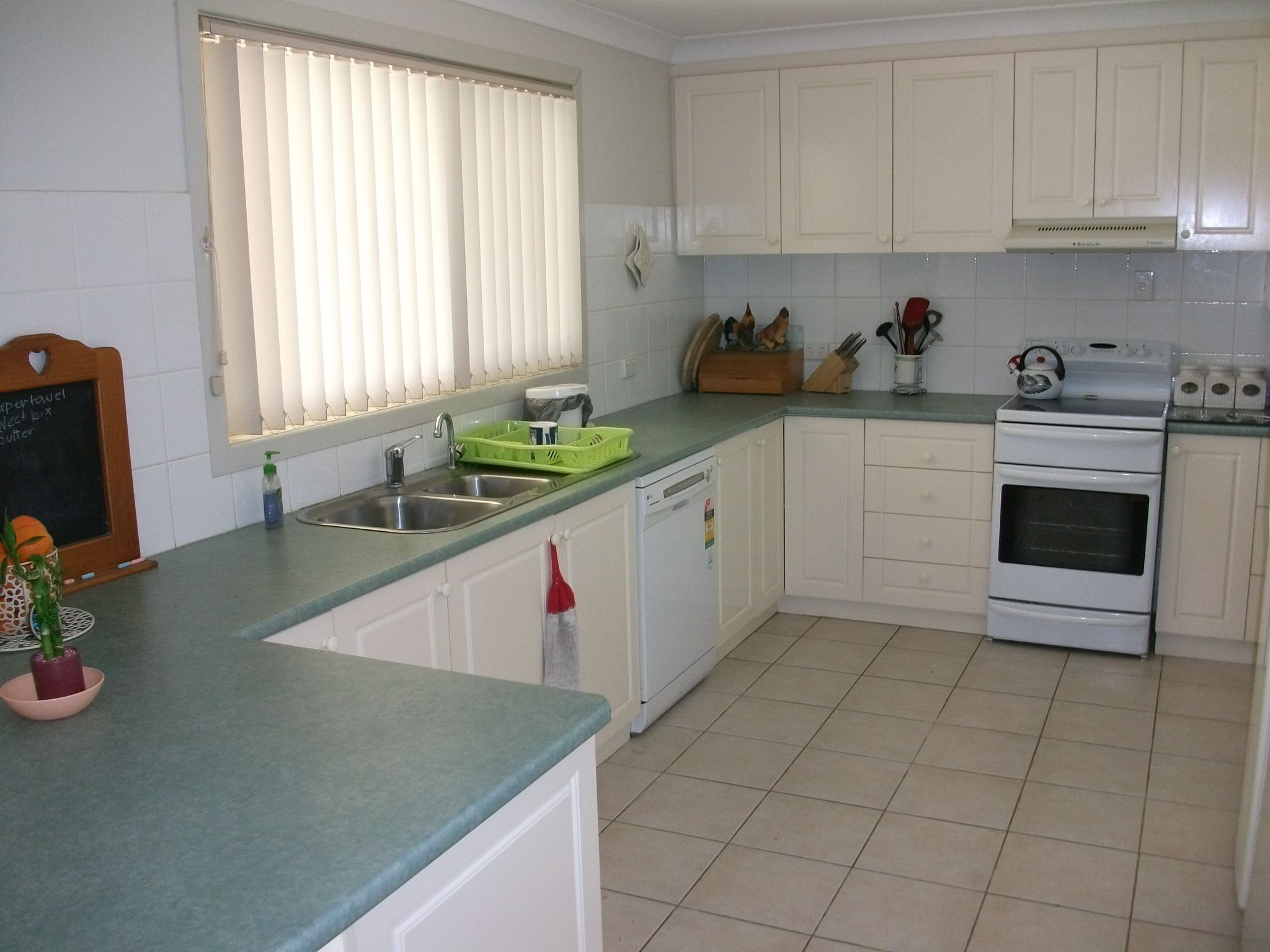 Auction 28 Polo Rd Sat Feb 9th 2013 10 00am On Site Kitchen Cabinets Kitchen Home Decor