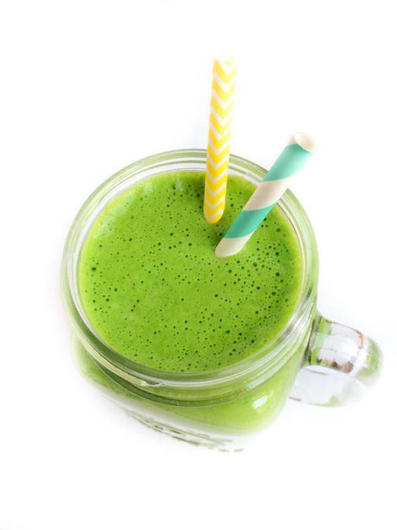 Minty Green Protein Smoothie - This naturally sweetened