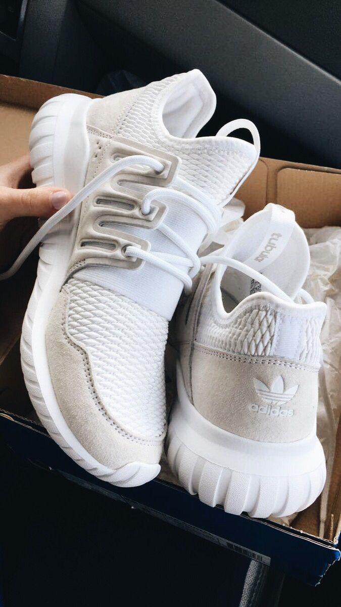 huge discount 37b88 80b3b Pin lisääjältä Miisa Lehmonen taulussa SNEAKERS – 2019   Shoes,Adidas shoes  ja Nike shoes