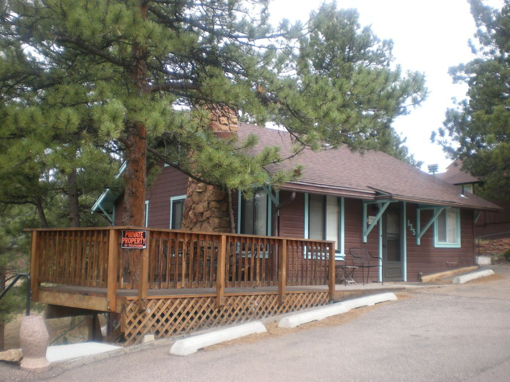 near mid haven rocky rentals and beautiful cathedral bed amberwood aw cottage affordable mountain countrycabins country in built vacation cabin ceiling with king window estes size img the set honeymoon raised park level a html cabins bedroom bay