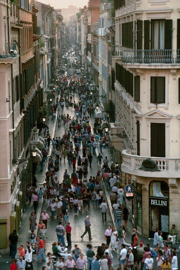 Via Condotti, Rome, Italy/ Photography by Steve McCurry / .
