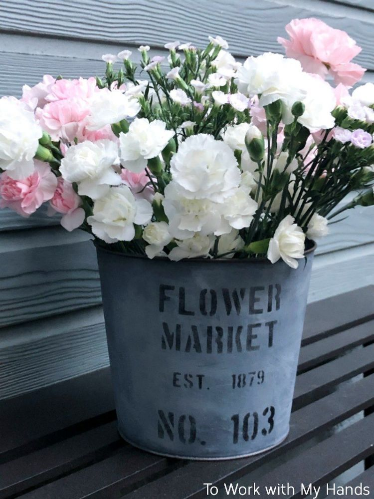 How To Make An Easy Faux Galvanized Flower Bucket Diy Flower Bucket Farmhouse Flower Pots Flower Pots