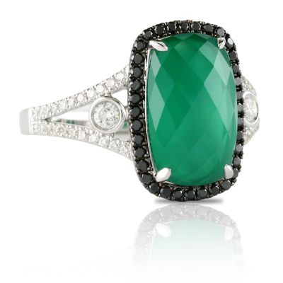 Emerald green engagement ring  http://houstonjewelry.tumblr.com/