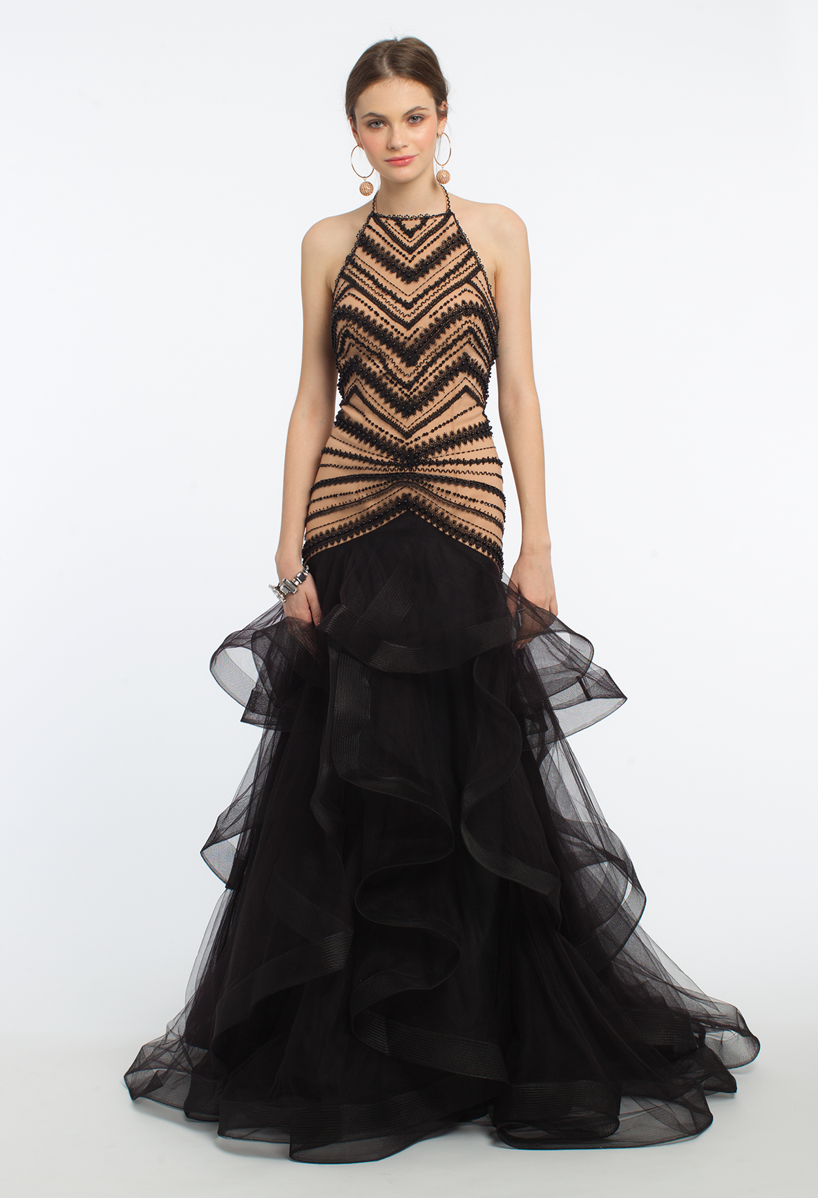 Make an extravagant entrance in this long evening dress the lace