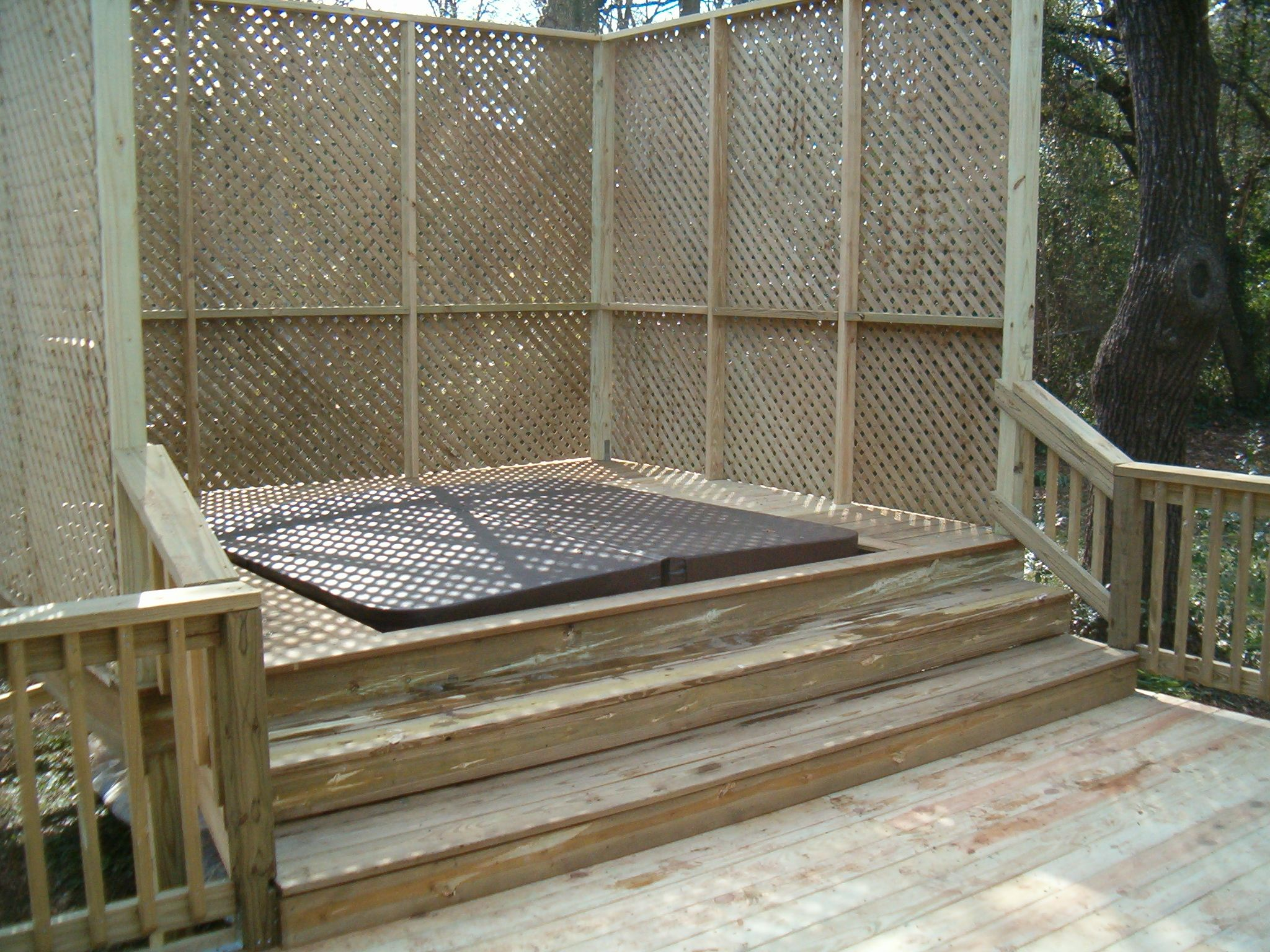 Hot tub deck surround gallery custom hot tub surround for Above ground pool decks with lattice