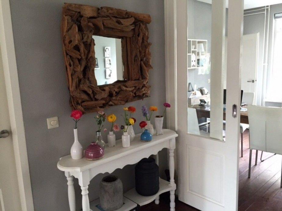 woonkamer - Tafeltje onder spiegel in halletje tussen de woonkamers ...