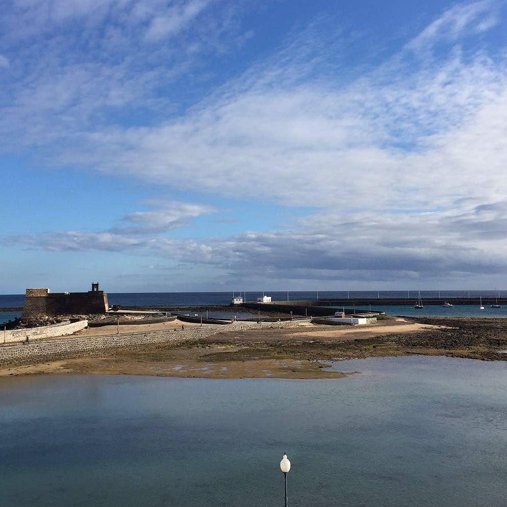 Interesting one by meilanperez #landscape #contratahotel (o) http://ift.tt/2azjdo0 #arrecife #elreducto #canarias #canaryislands #islascanarias #sky #spain #europe #invierno #live #life #latituddevida #winter #mar #sea #beach #beautiful #sun #sol #amazing #sunset #paradise #paisajes #instalike #instago #vsco #vscolike #sky
