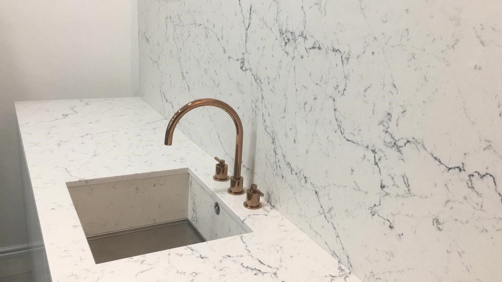 Stunning Caesarstone Marble Effect White Attica Quartz Kitchen Worktop And Wall Cladding The 1810 A Kitchen Worktop Kitchen Decor Styles White Kitchen Worktop