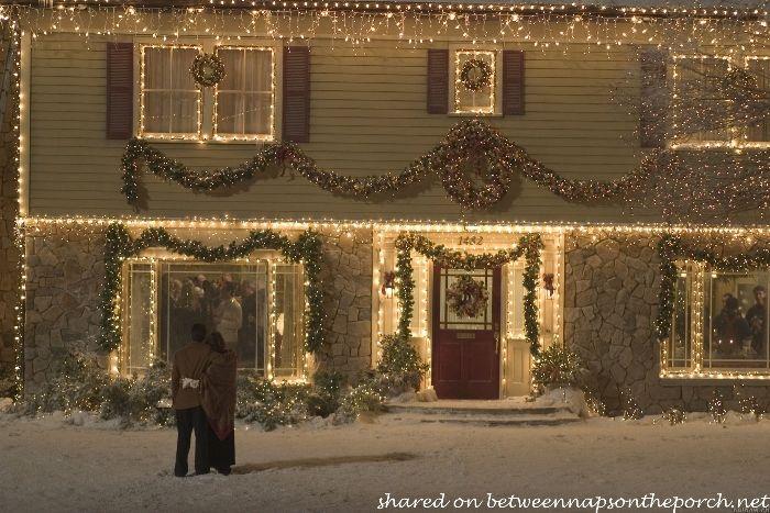 The Christmas Movie House Tacky Light Tour Christmas With The Kranks Christmas Light Installation Christmas Lights Outside