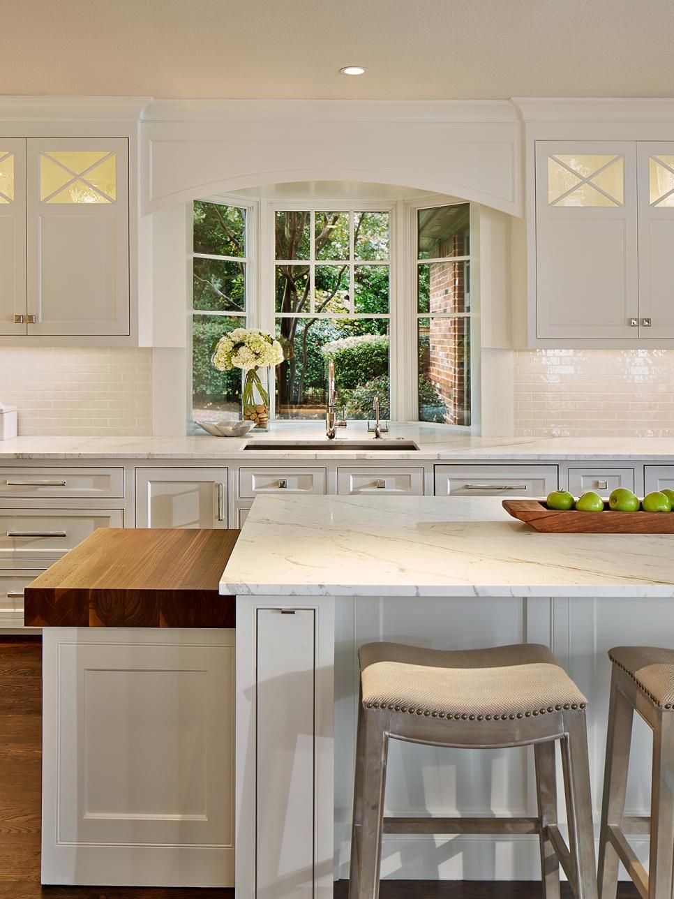 Best This Light And Bright Kitchen Features All Over White 400 x 300