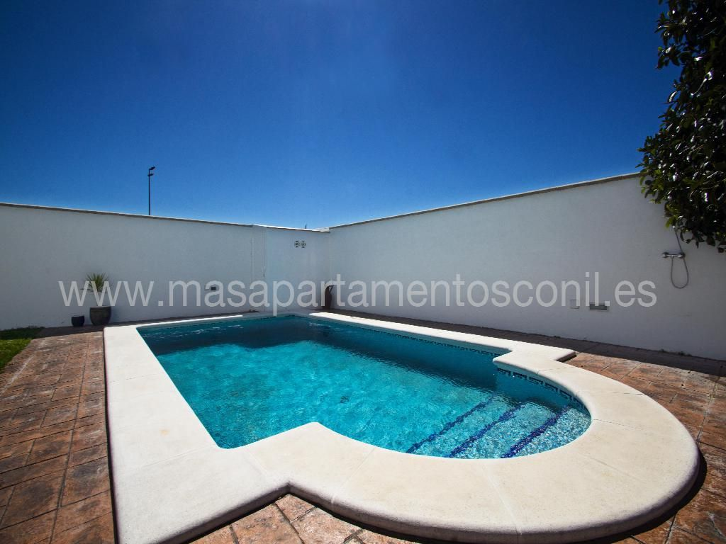 3 Dormitorios, piscina y jardín con barbacoa