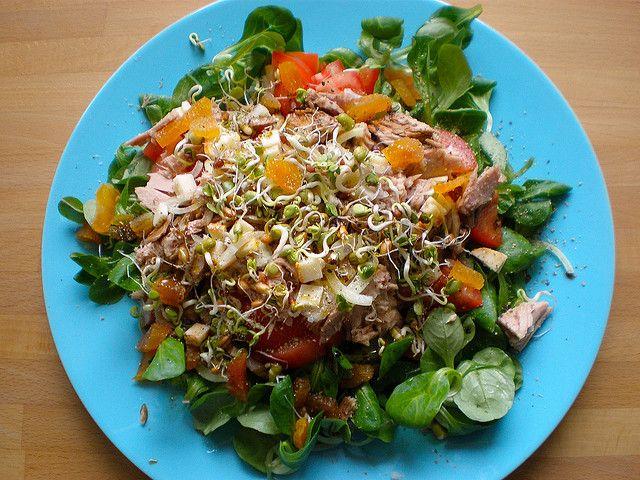 Salat..diesmal mit Thunfisch by diekatrin, via Flickr