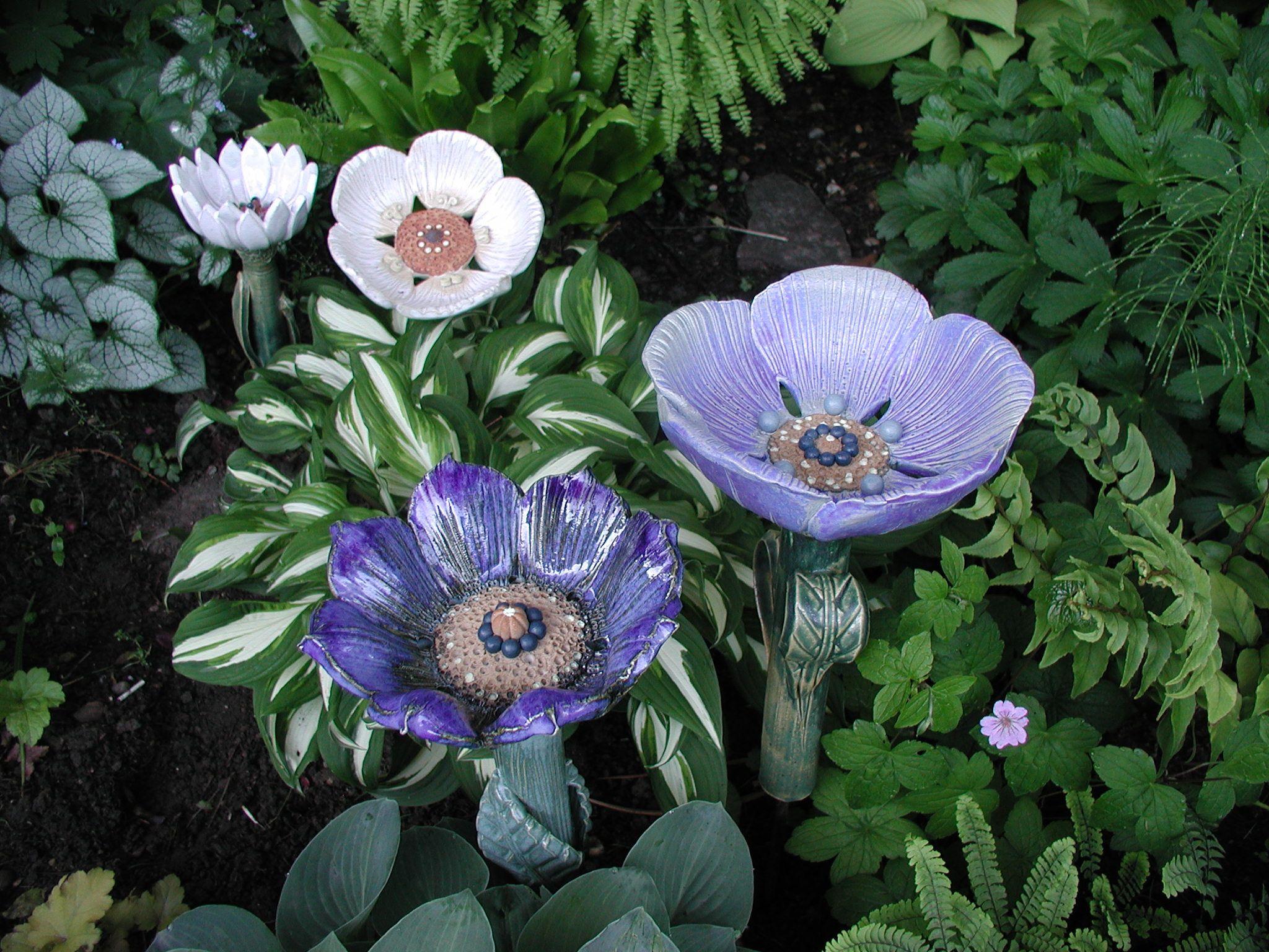 keramikblumen im schattenbeet como la flor pinterest. Black Bedroom Furniture Sets. Home Design Ideas
