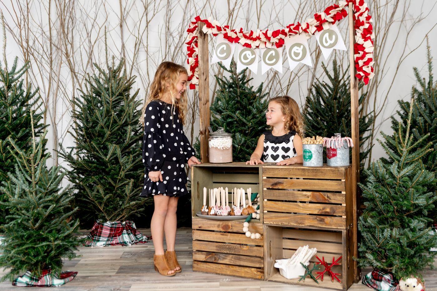Orlando Christmas Minis With A Girl And Her Glitter Orlando Wedding Photographer Kristen Weaver Photography In 2020 Hot Cocoa Stand Diy Hot Cocoa Orlando Christmas