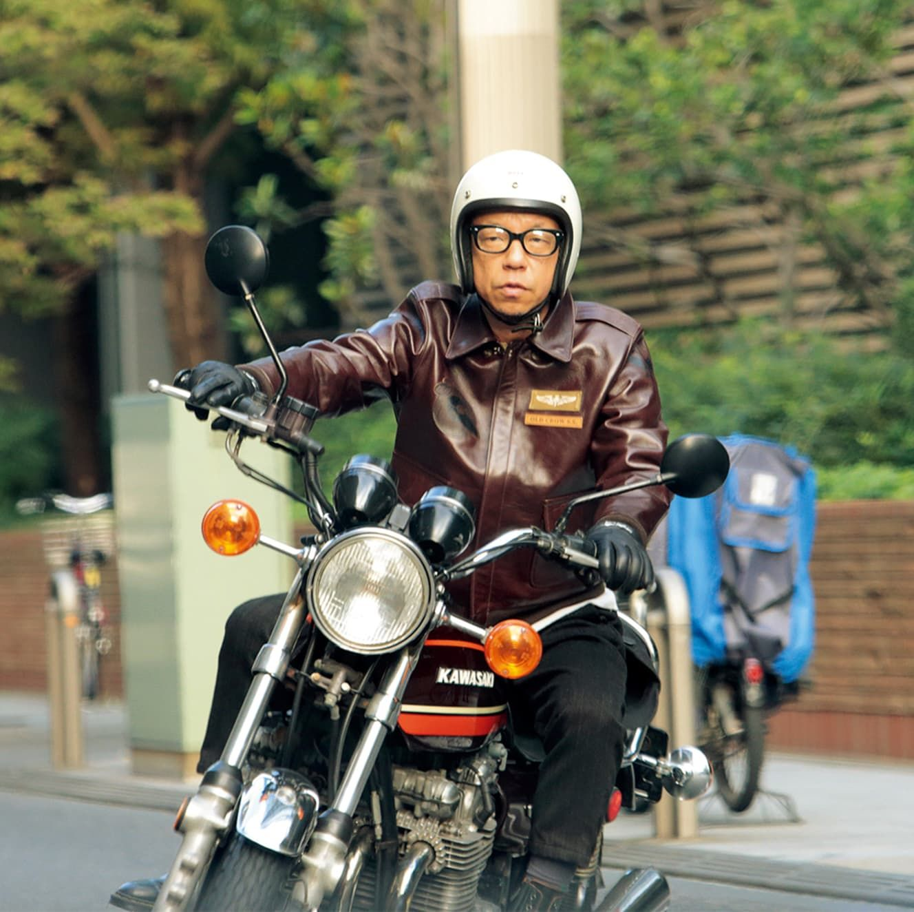英二 フライデー 小峠 小峠英二と坂口杏里のフライデーのベッド写真!車やバイクは?髪の毛?