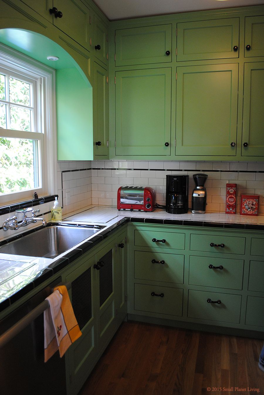 Bungalow Kitchen Extremely Well Done Remodel C 1920 25 Bungalow Kitchen Vintage Kitchen Kitchen Inspirations