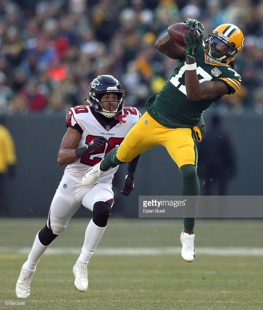 Davante Adams Of The Green Bay Packers Catches A Pass In Front Of Green Bay Packers Green Bay Packers Players Packers