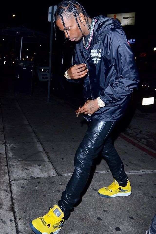 b65db83b9d9d Travis Scott - Arrives at Kendall s NYE party on in 2019