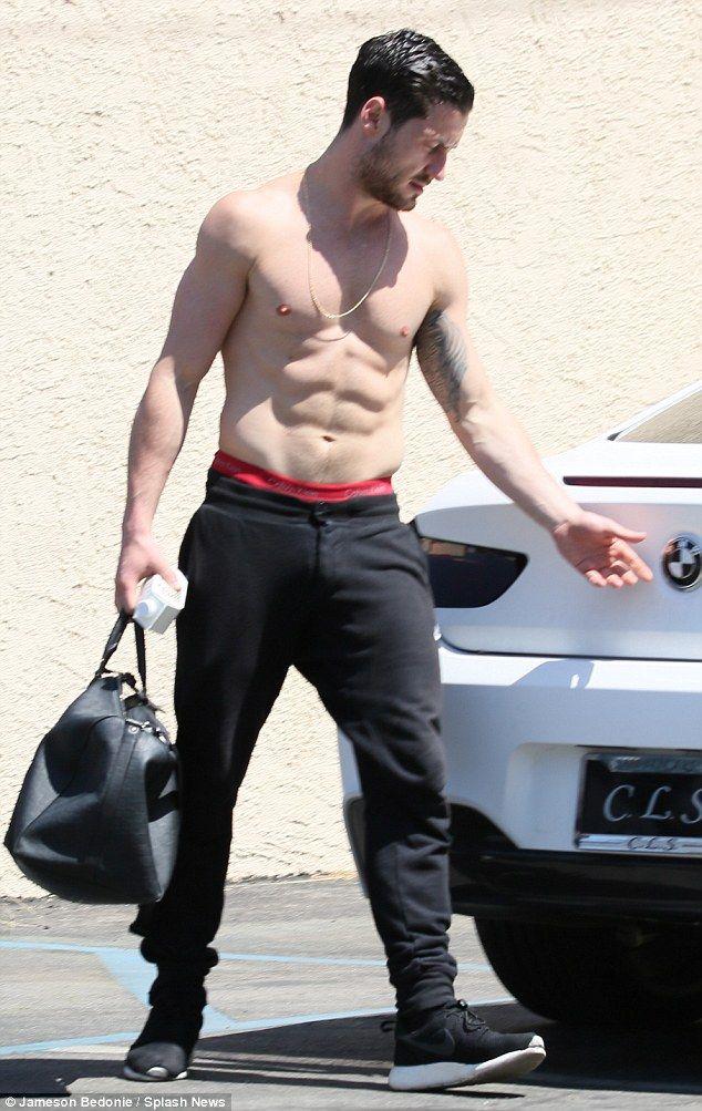 Valentin Chmerkovskiy Show Impressive Body