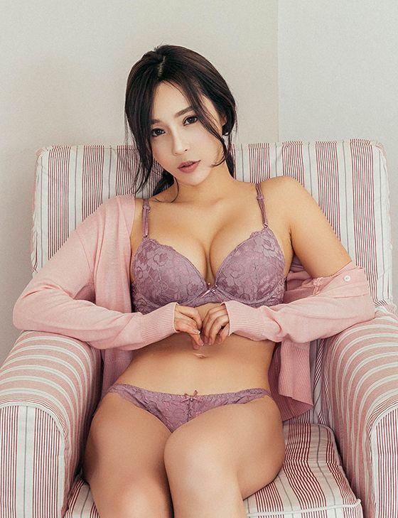korea girl without bras
