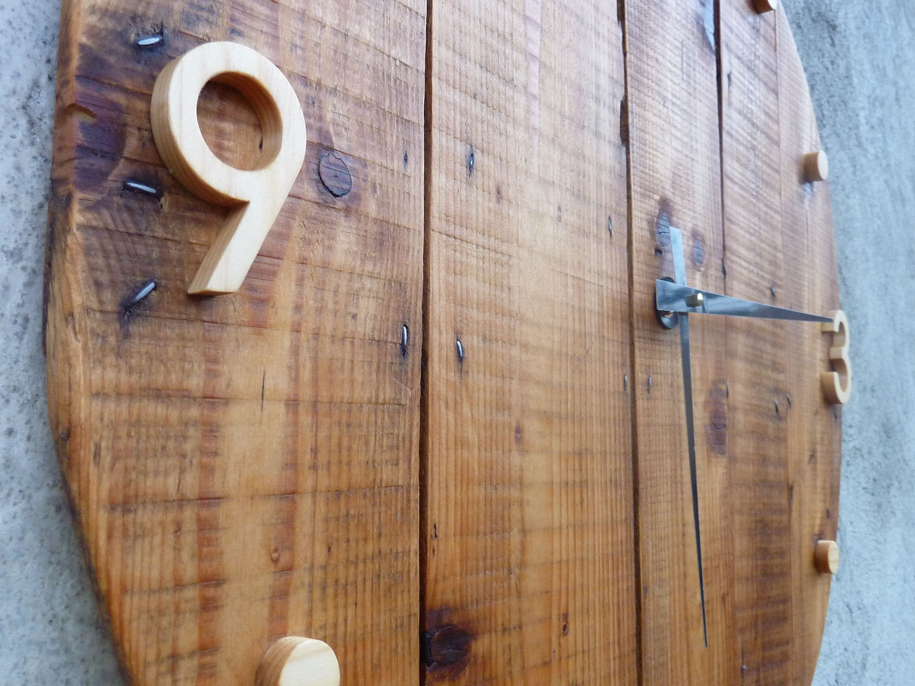 horloge murale en bois style rustique et industriel i wood clocks i grande horloge en bois. Black Bedroom Furniture Sets. Home Design Ideas