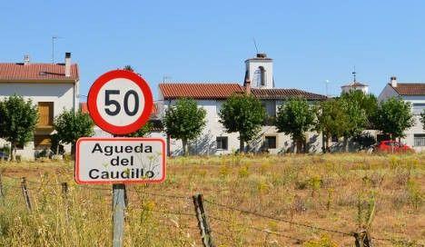 """El pueblo de Águeda se quita el apellido de """"Caudillo"""" para cumplir la Ley de Memoria Histórica https://t.co/QE683TWxNi #España"""