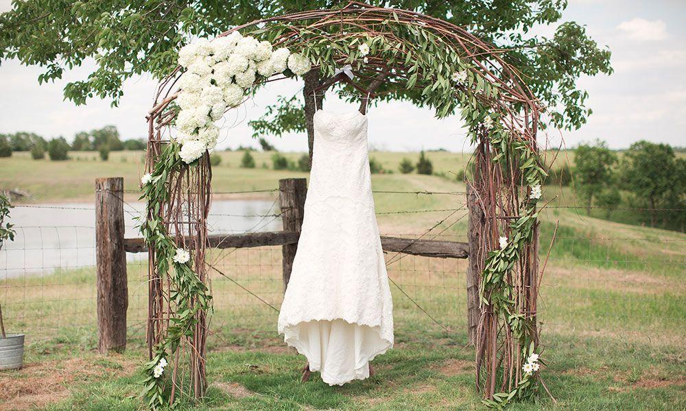 10 Rustic Wedding Essentials Cowgirl Magazine Outdoor Wedding