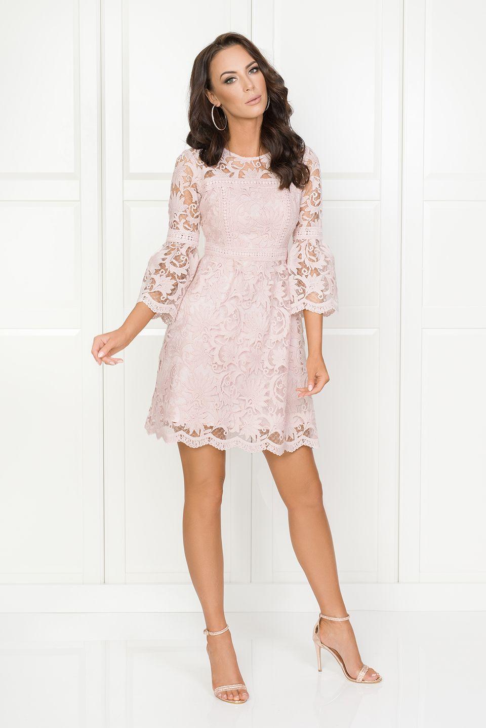93d717f08c1b50 Illuminate.pl Madlen różowa - Rozkloszowana gipiurowa sukienka z rękawem  7/8. Sukienka
