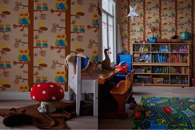 Owl wallpaper and a toadstool, want!