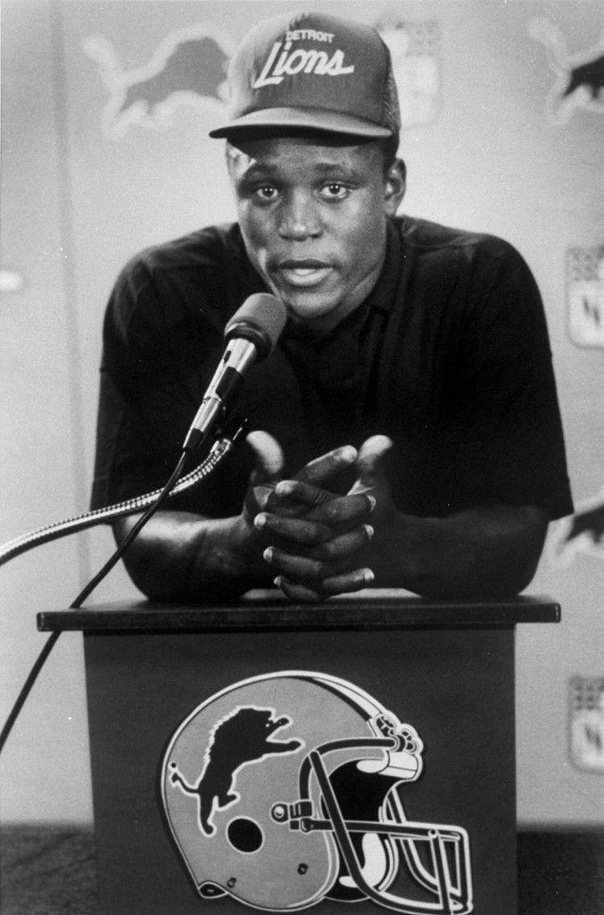 Barry Sanders - 1989 (AP Photo John Stormzand) Detroit Lions Football e679bd6a8