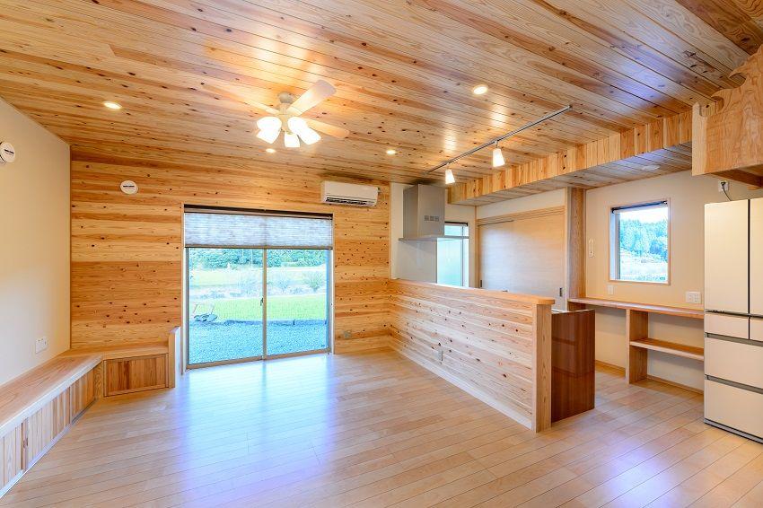 リビング内観施工事例 天井杉板 新築 自然素材 住宅 リビング 家