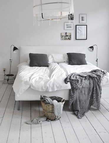 Perfect bedside floor lamp - The best of floor lamps - examples of floor lights fixtures you can use to decorate your house in a vintage or a more midcentury modern style. #floorlamps wwww.delightfull.eu  @delightfulll