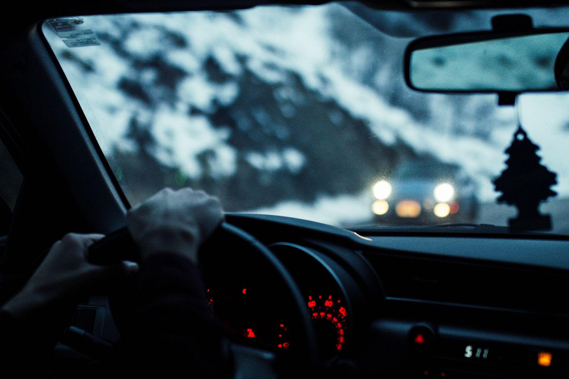 Photo of 寒い時期の厄介事 フロントガラスが凍結した時どうする? 正しい解氷方法とは  [愛の戦士★]