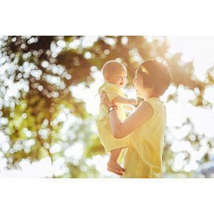 フリー写真 人物 親子 母親 お母さん 子供 赤ちゃん 二人 玉