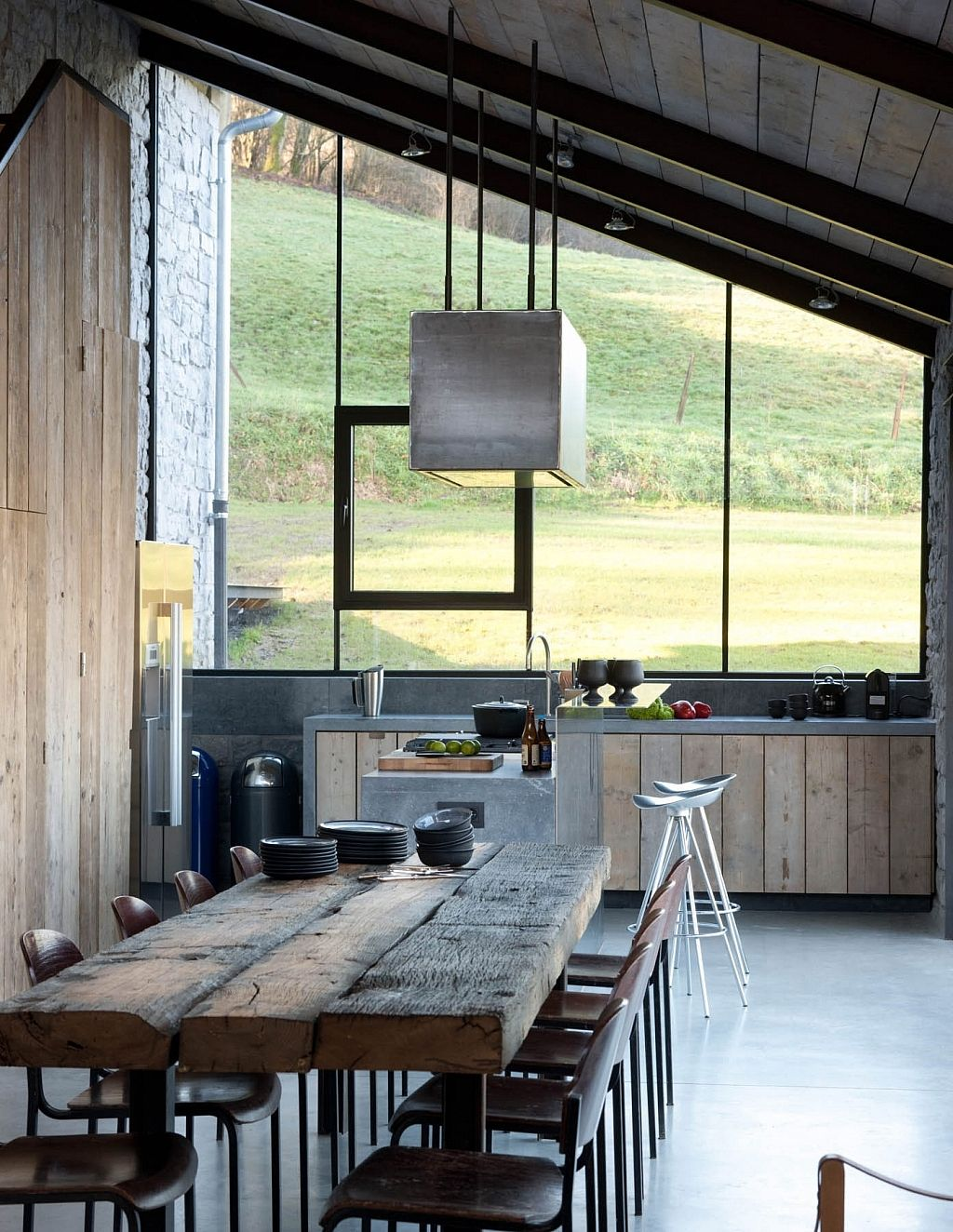 An Old Stable Reinvented As A Stylish Retreat | Küche ...
