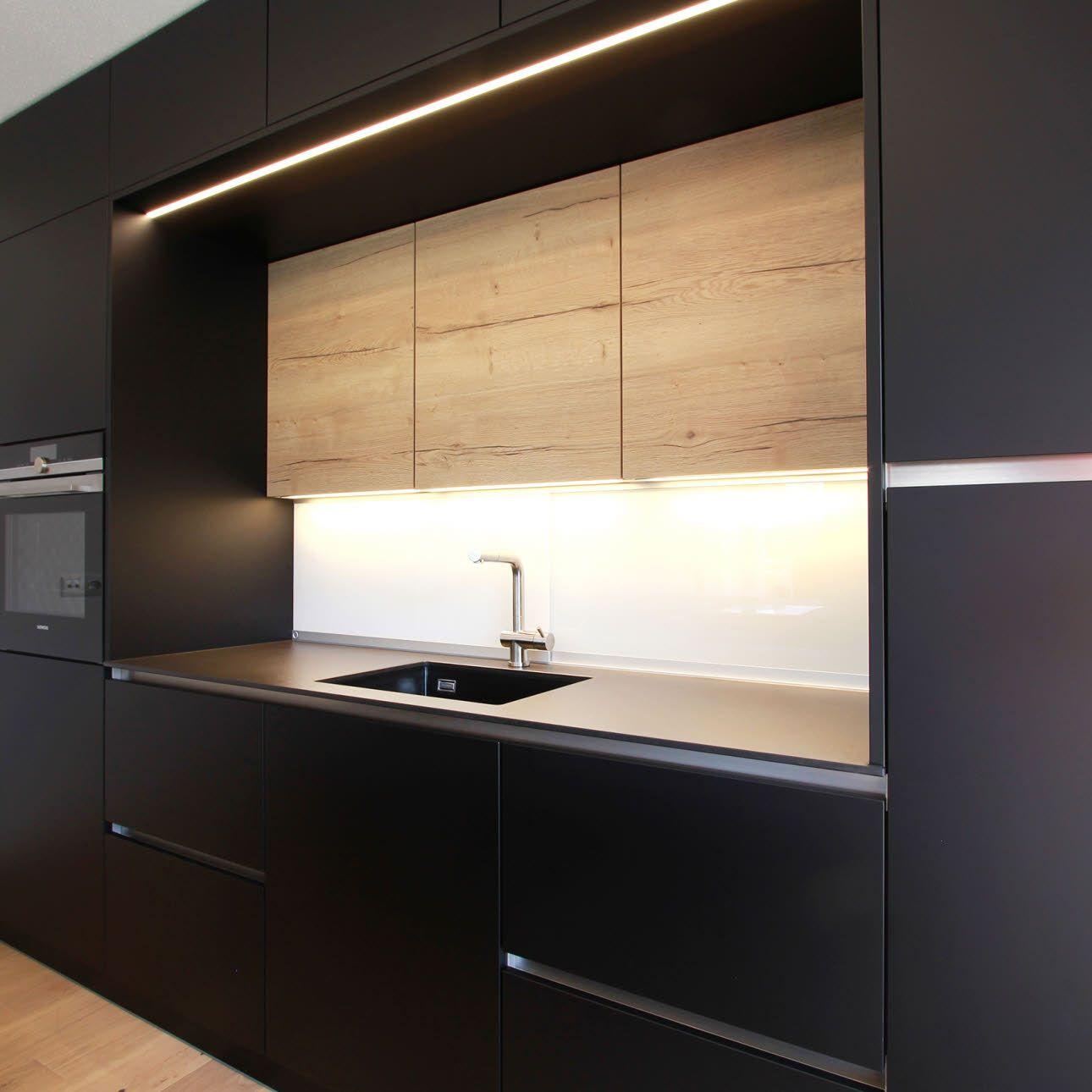 Elegante Wohnküche in Schwarz mit Bildern   Dunkle küche ...