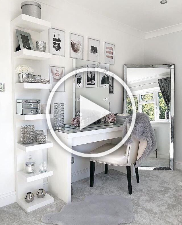 10 vanity mirrors with light ideas you need to spruce up your vanity table #GirlsRoom #AmourRoom #BestBedroomGirls #VanityMirrorWithLights #Ikea #Esty #VanityDecor #MakeupRoom #Girls#VanityMirrorIdeas #DIYVanityMirrorIdeas