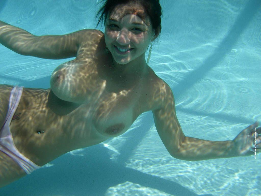 nude girls swimming