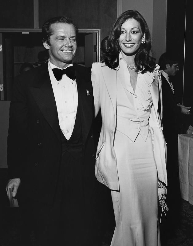 Oscars Throwback Surprising Red Carpet Couples Anjelica Huston Jack Nicholson Glamour