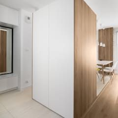 Mieszkanie MiM: styl , w kategorii Korytarz, przedpokój i schody zaprojektowany przez 081 architekci