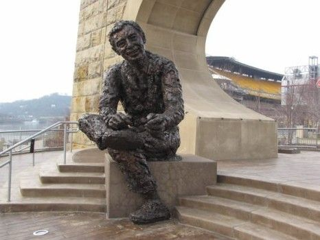 Pittsburgh Bronze Statue Of Fred Rogers Statue Pittsburgh Art Culture Art